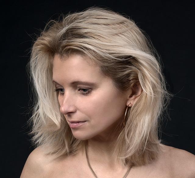 blondýna středního věku