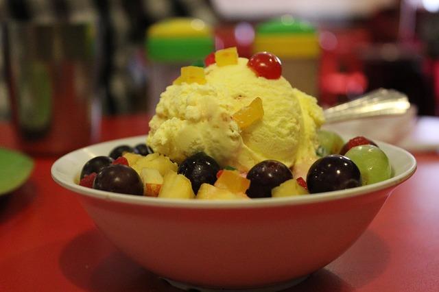 zmrzlina s ovocem