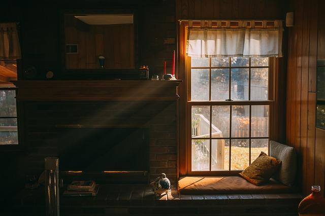 polštářky pod oknem
