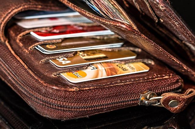 odřená peněženka