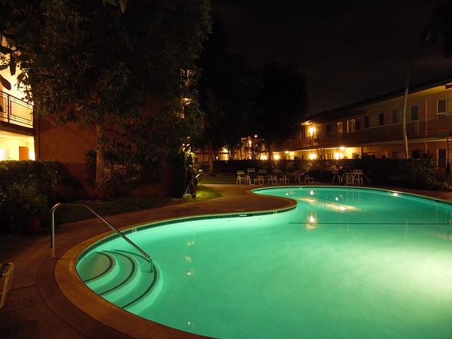 podsvícený bazén